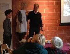 Ot en Sien hielpen bij de boek presentatie van Jan Aukema over de melkfabriek in Roden.